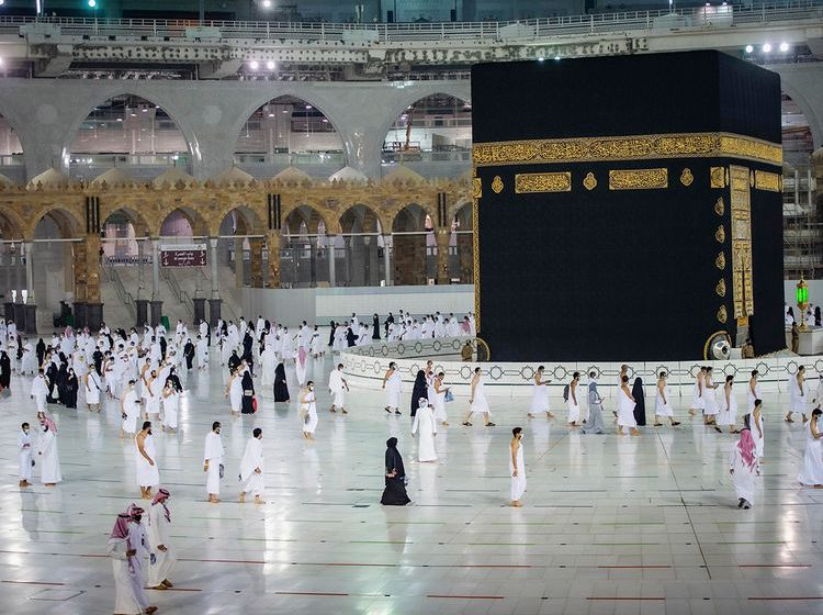 Saudi opens borders to foreign pilgrimage, 10,000 fly in to perform Umrah