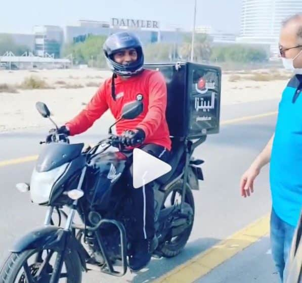 Video: How a food delivery man helps a family with three kids in Dubai